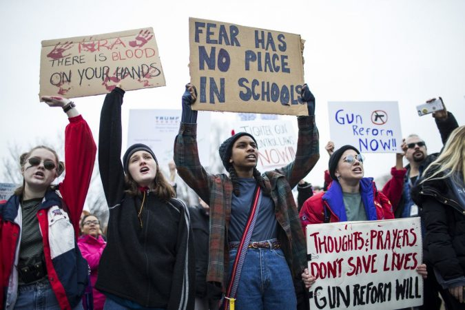 US: School shooting sparks   protests for gun control