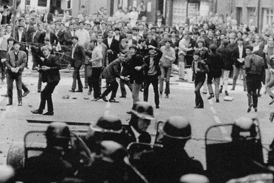 August 1969: Workers stand against the sectarian stream